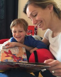 mom_ kids_laff_reading_book